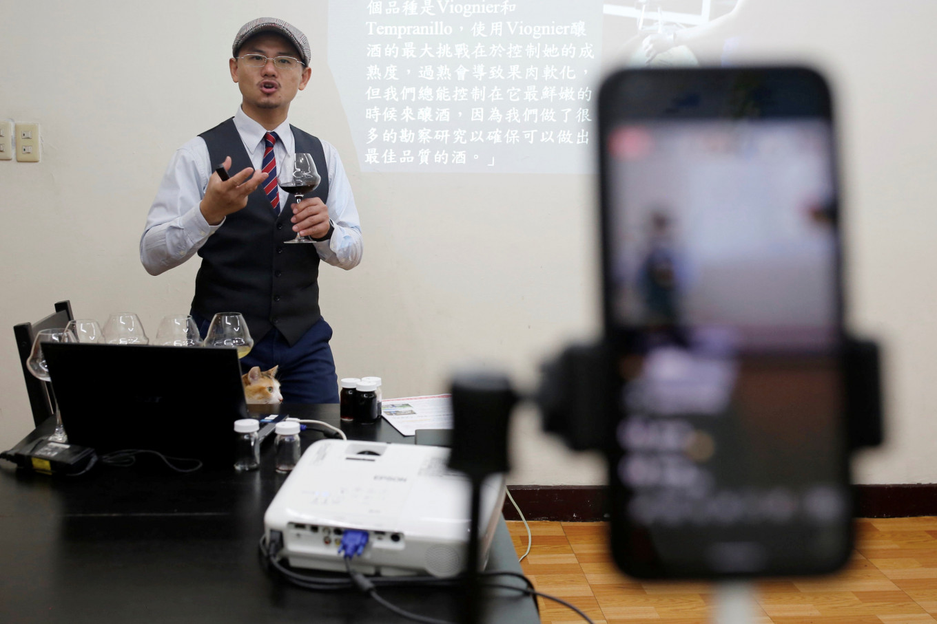 Web over virus: Taiwan sommelier takes wine tasting online
