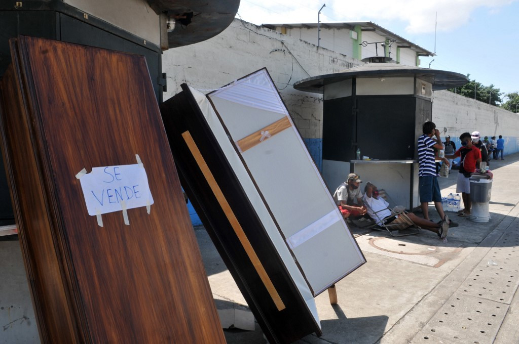 Torment in Ecuador: virus dead piled up in bathrooms