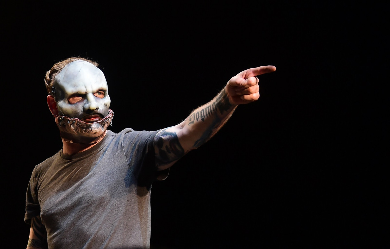 Slipknot's Corey Taylor auctioning his guitars for COVID-19 relief efforts