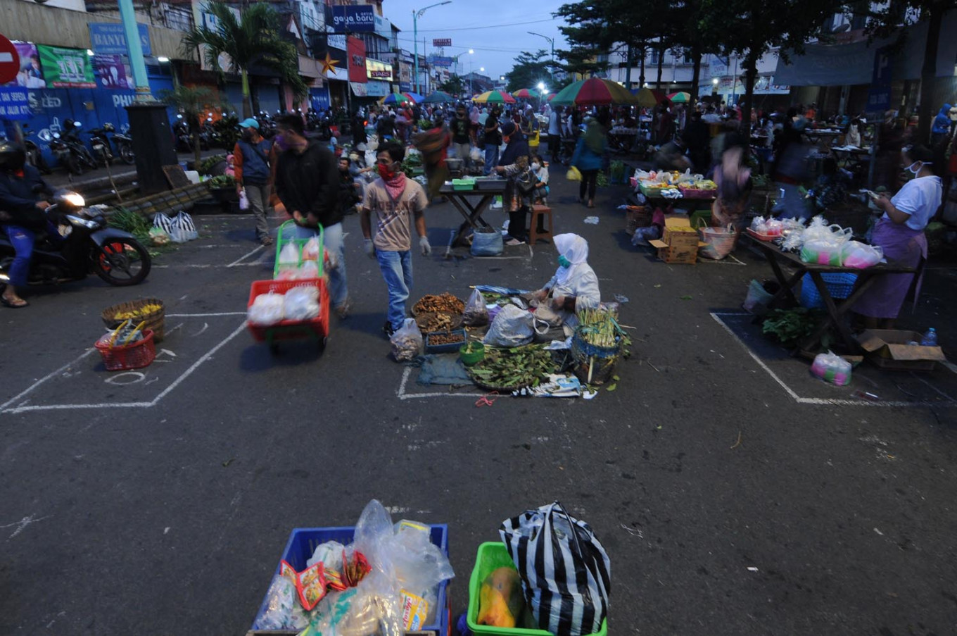 Salatiga opens traditional market with physical distancing requirements in place