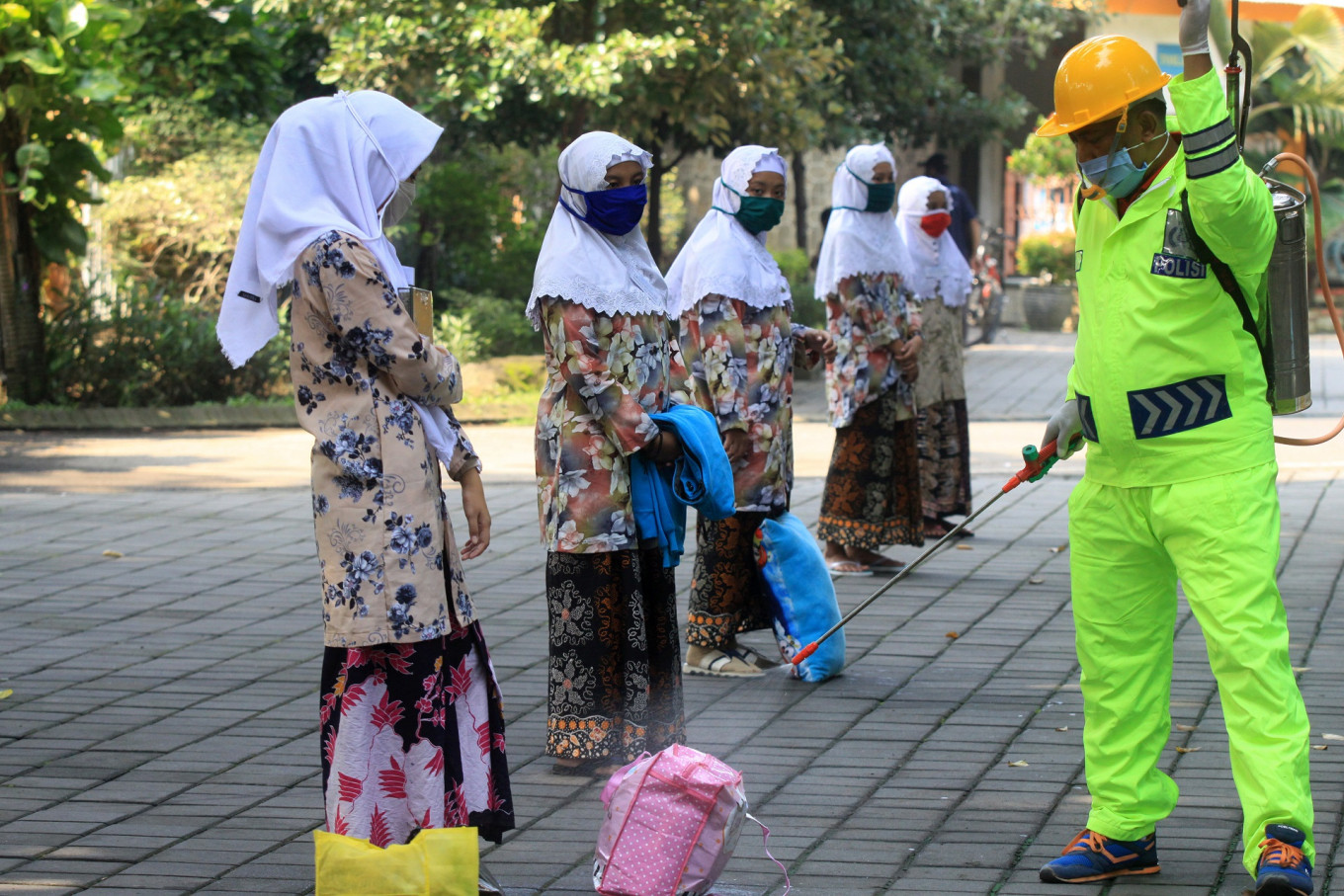 Religious Affairs Ministry distributes aid to COVID-19-infected 'pesantren'