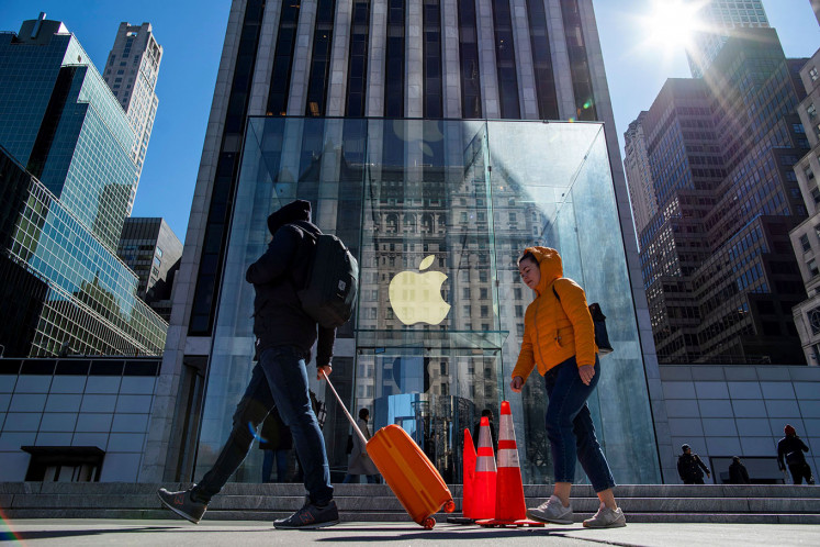 Apple to reopen about 100 US stores, most with curbside pickup