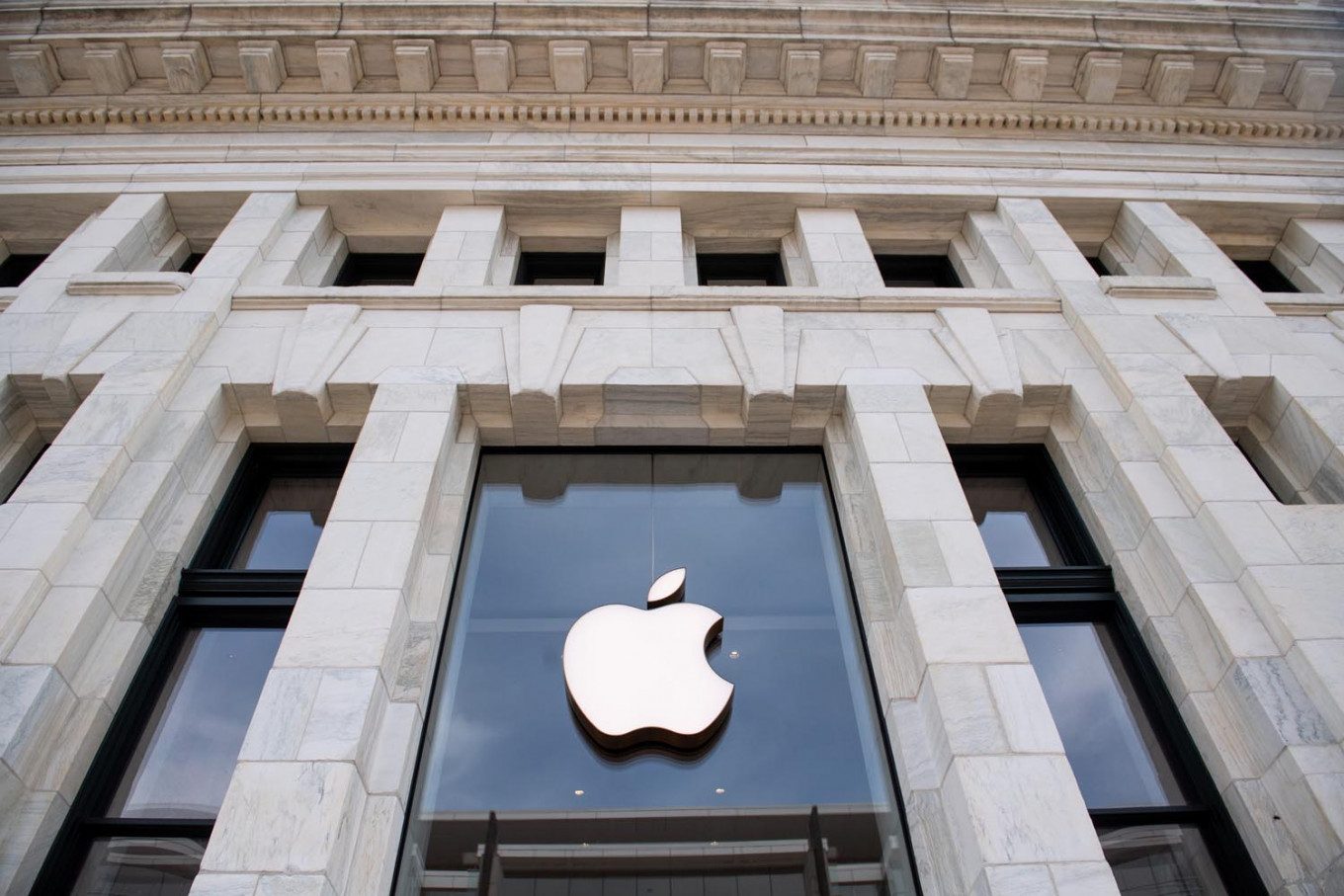 Apple unveils plans to reopen some US stores
