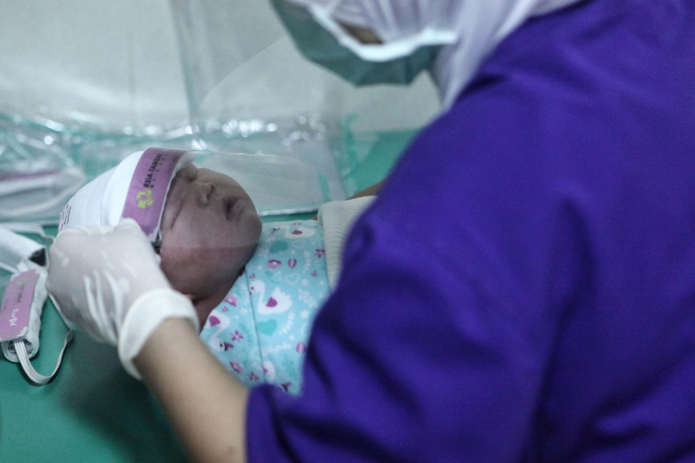 'Negative COVID-19 but positive pregnancy': Best to delay new baby