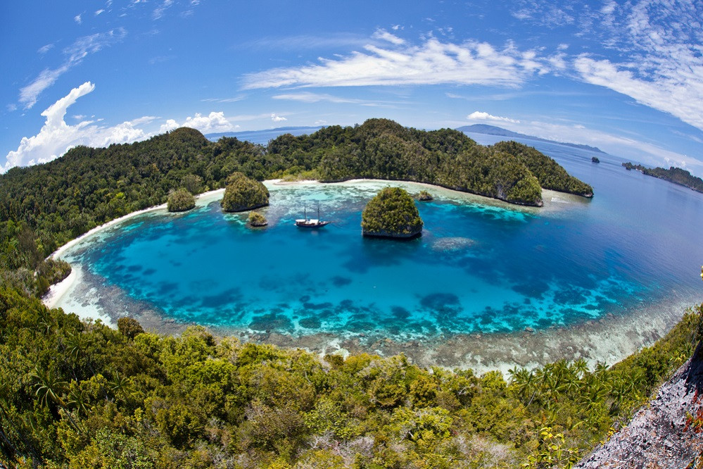 Underwater beauty key to sustainable tourism in Indonesia