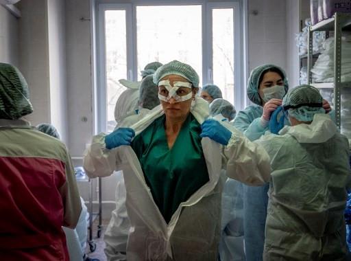 Russian medics ask where Putin's virus bonuses went