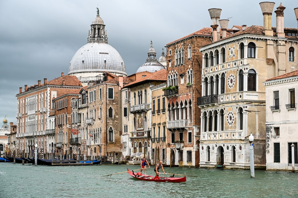 Venice locals beckon visitors back to the 'dead city'