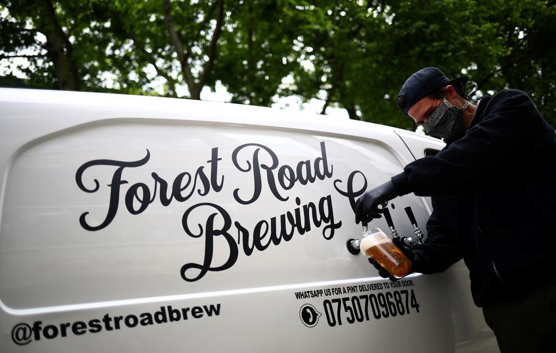 London 'pub-on-wheels' pulls pints on people's doorsteps