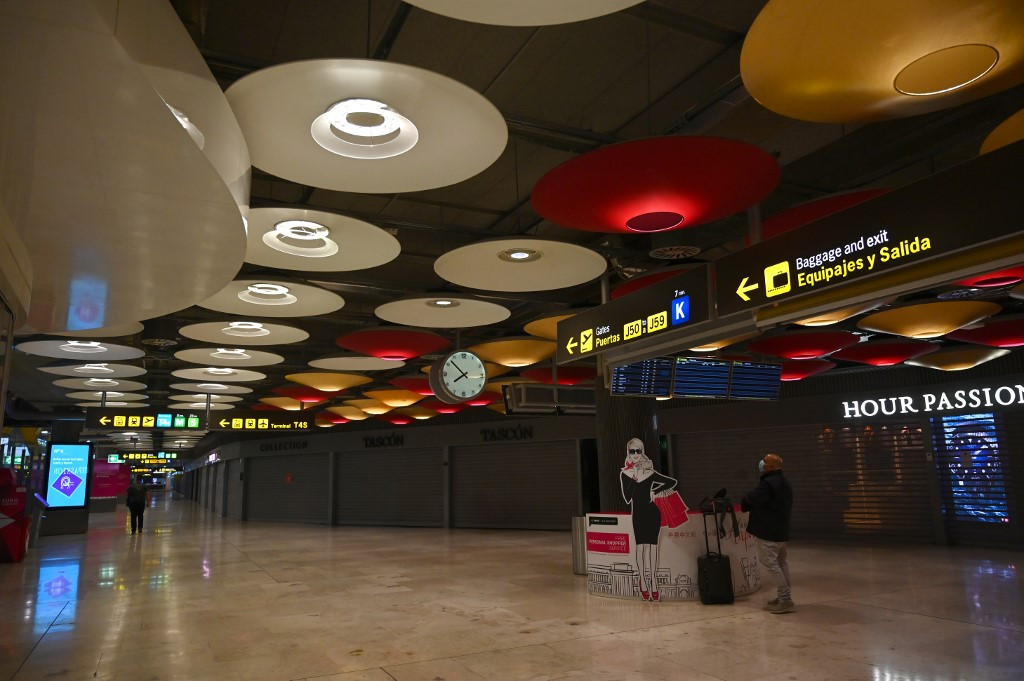 Spain to demand negative COVID test for air travelers from high-risk countries