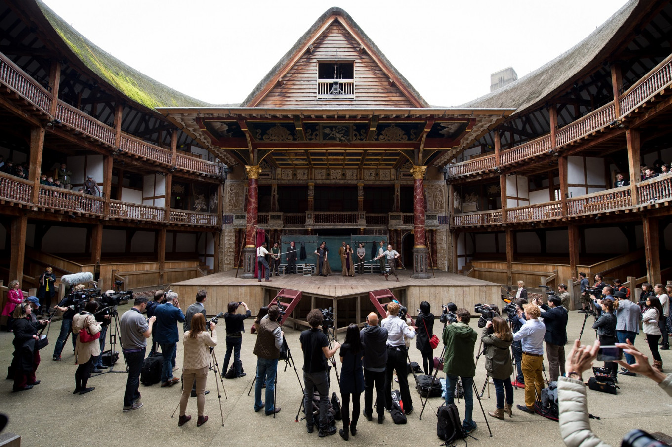 Shakespeare's Globe theater warns of virus closure threat