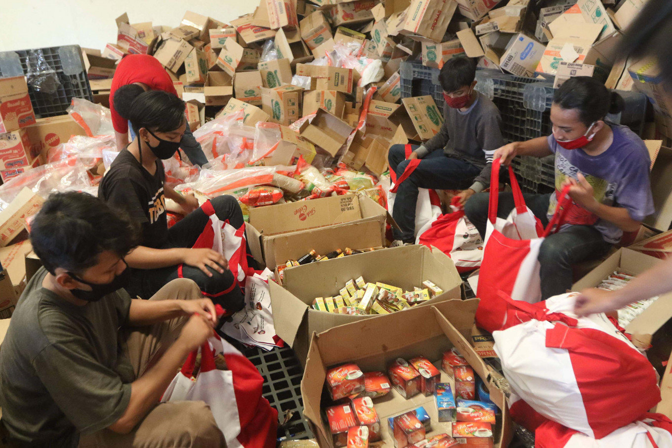 COVID-19: Jokowi urges ministry to reach out to poor families amid uneven aid distribution