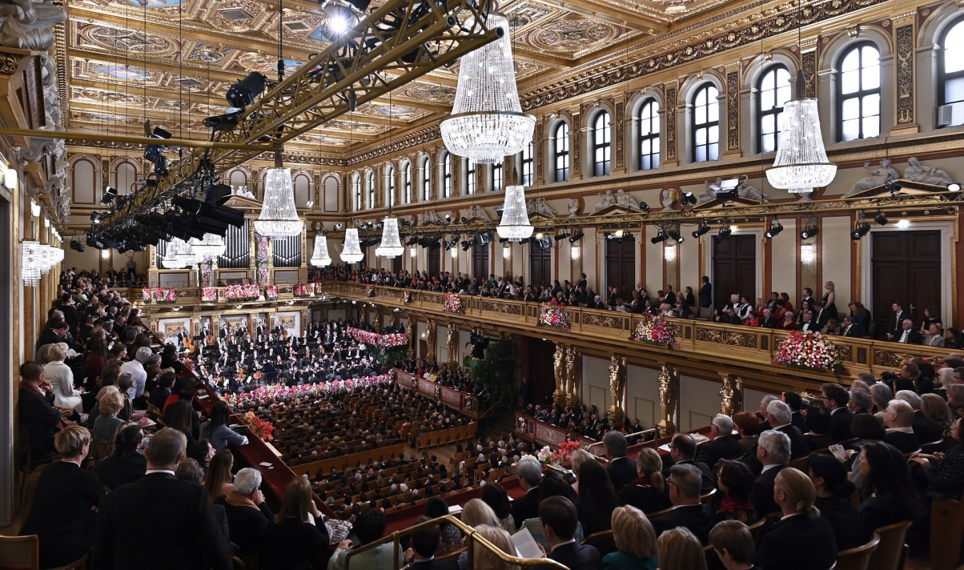 Vienna Philharmonic says no increased virus risk for orchestras