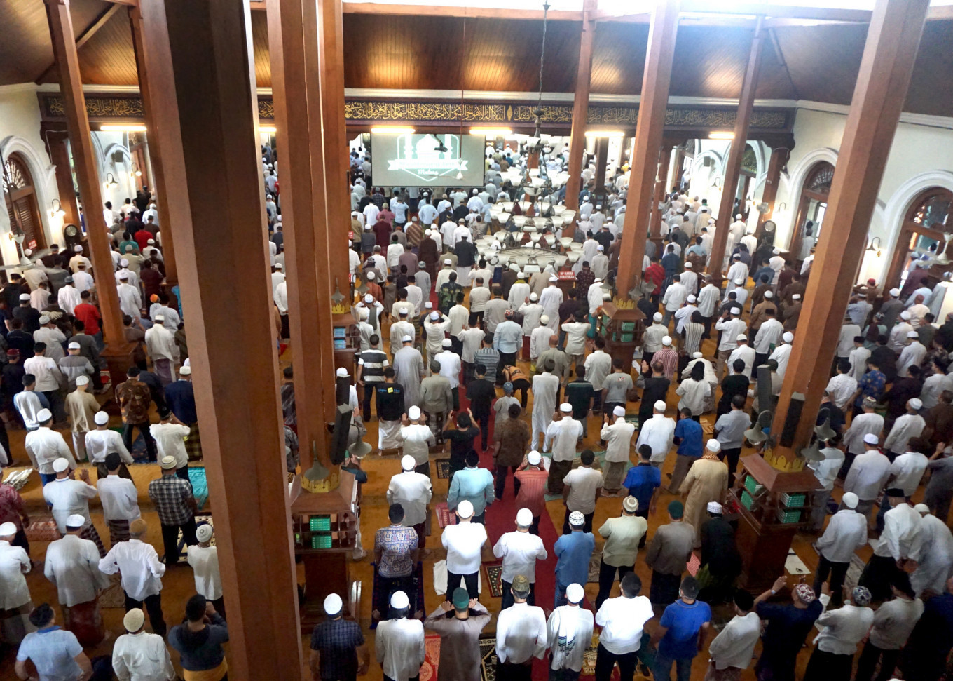 Mass Idul Fitri prayers against law, govt says