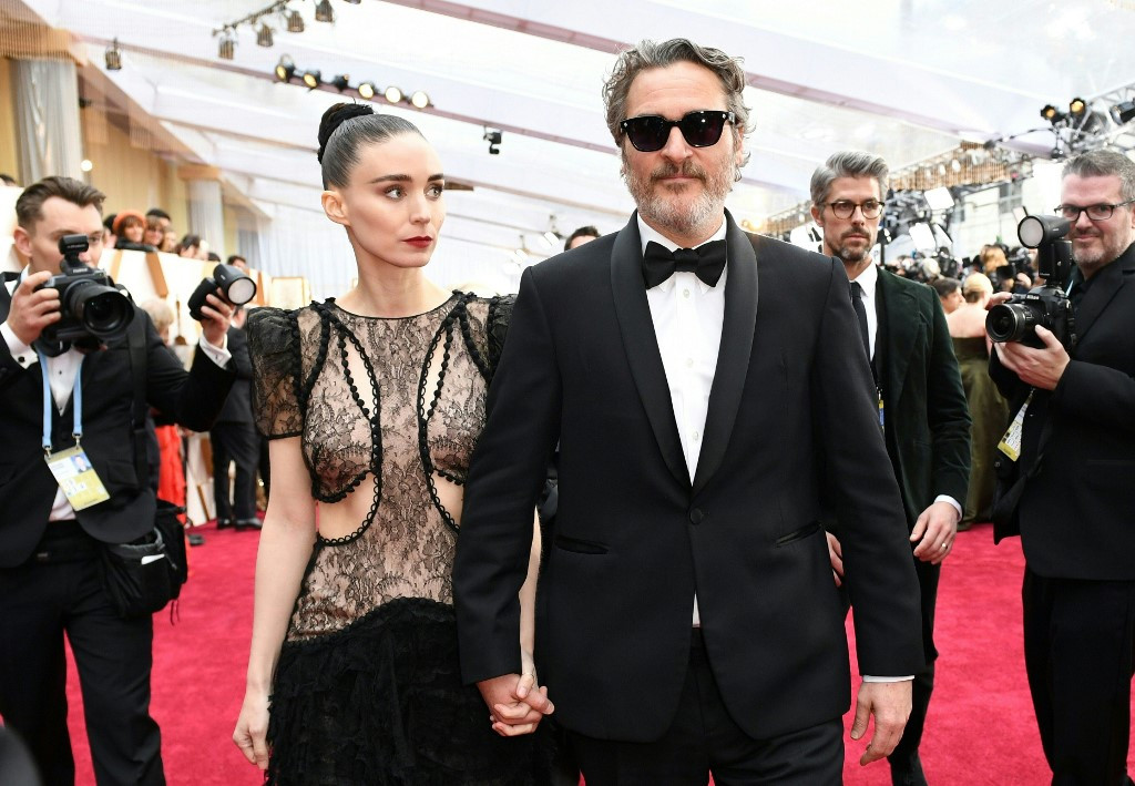 Rooney Mara pregnant, to have first child with Joaquin Phoenix: Report