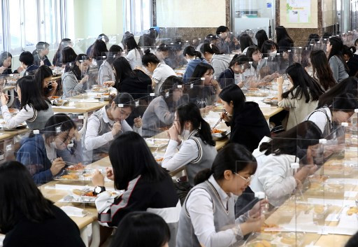 Schools reopen in South Korea as coronavirus fears ease
