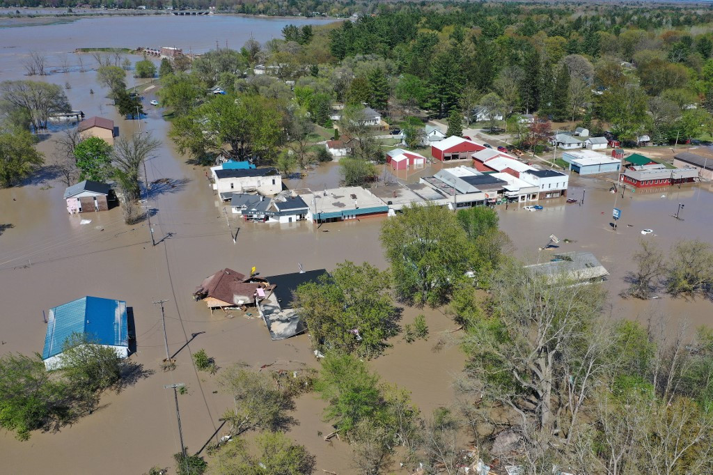 Two dams fail in US state of Michigan, thousands evacuated