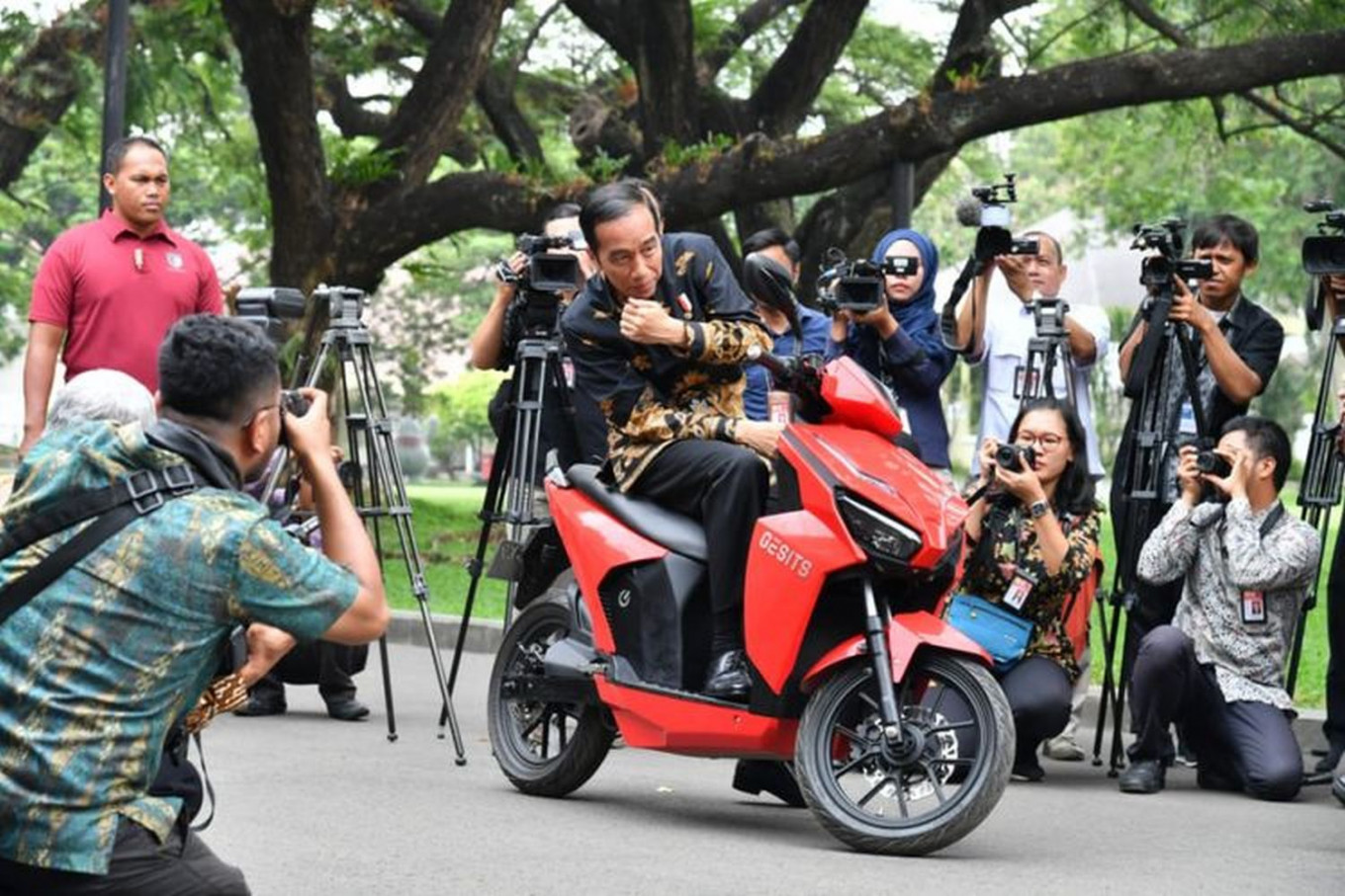 Hary Tanoe's 19-year-old son steps in to buy Jokowi's Rp 2.55 billion motorcycle