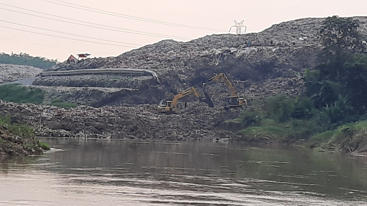 South Tangerang to dump trash in Tangerang regency after landfill wall collapses