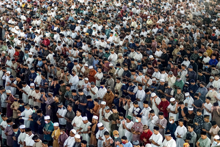 People attend Eid al-Fitr prayers, marking the end of the Muslim holy month of Ramadan at Islamic Center Mosque in Lhokseumawe, Indonesia's Aceh province on May 24, 2020. (Photo by IPANK / AFP)