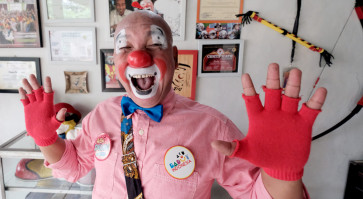 "Dedy ""Delon"" Rahmanto, a clown with a social mission 