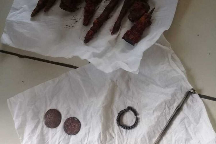 Human bones, coins from 1815 reportedly unearthed in West Java