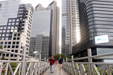 "A man crosses a bridge at the Sudirman business area in Central Jakarta on May 20. The government expects that the gradual reopening of economic activities under the ""new normal"" protocols will start in the early of June. JP/Dhoni Setiawan"