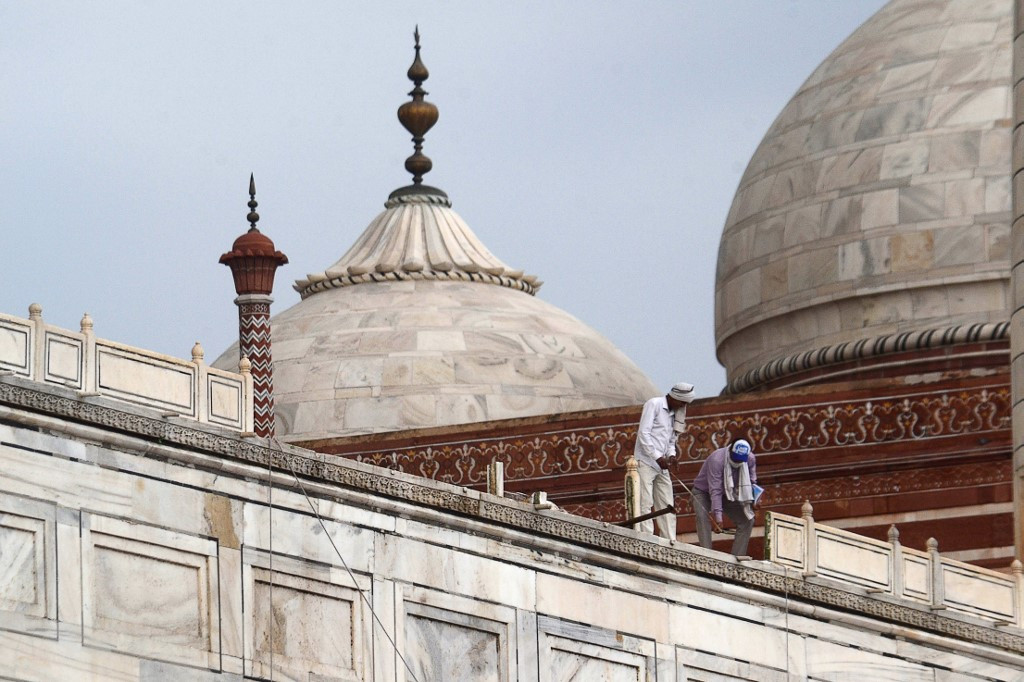 Taj Mahal damaged in deadly India thunderstorm