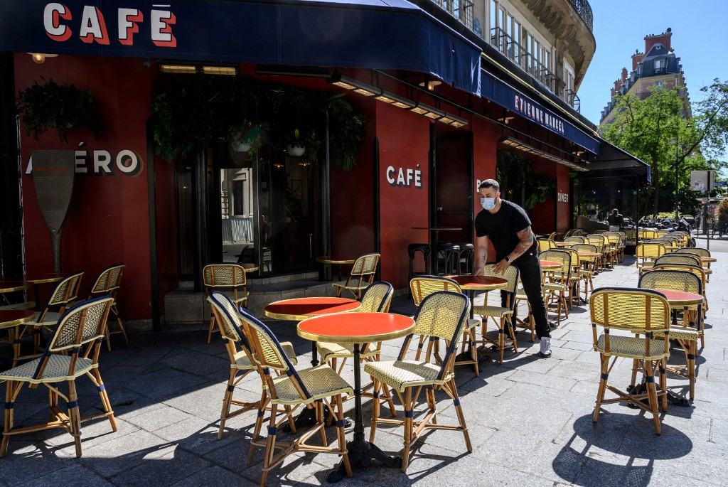 Paris cafes to get extra terrace space as lockdown eases