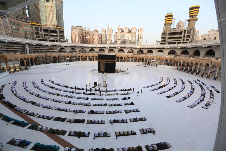 Saudi virus cases top 100,000 with new spike ahead of the haj