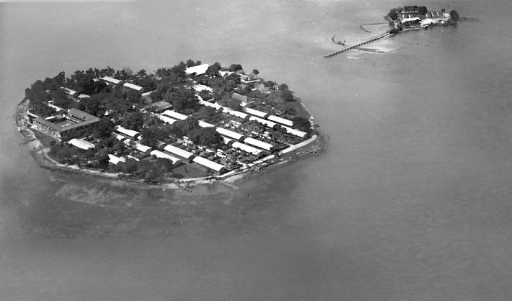 Off the shore: An aerial image shows the islets of Onrust and Kuyper (now Cipir) in Thousand Islands regency circa 1925. The islets were designated as quarantine sites for leptospirosis patients.
