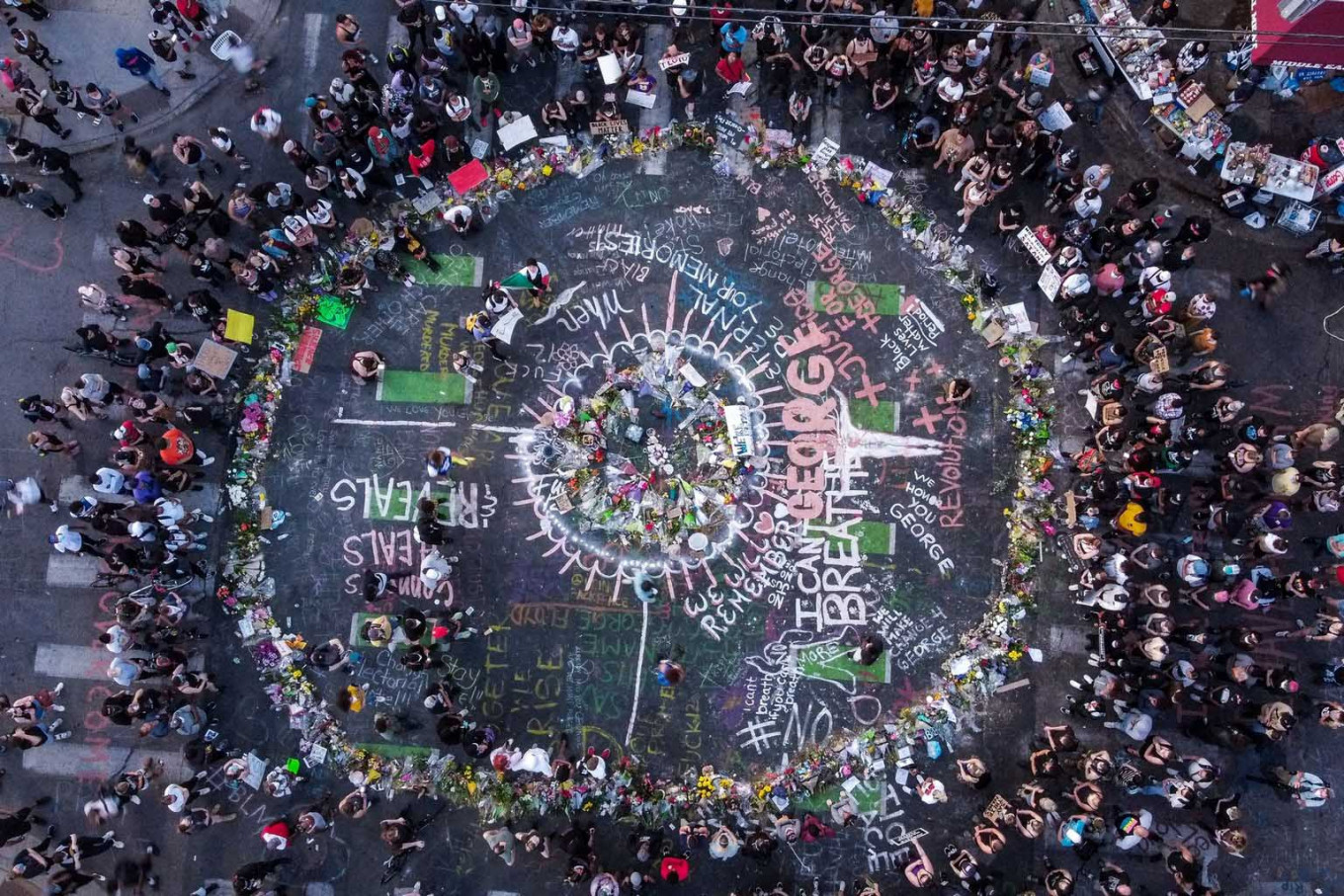 Ariel view of protestors gathered near the makeshift memorial in honour of George Floyd marking one week anniversary of his death, on June 1, 2020 in Minneapolis, Minnesota. - Major US cities -- convulsed by protests,  clashes with police and looting since the death in  Minneapolis police custody of George Floyd a week ago -- braced Monday for another night of unrest. More than 40 cities have imposed curfews after consecutive nights of tension that included looting and the trashing of parked cars. AFP/Chandan Khanna