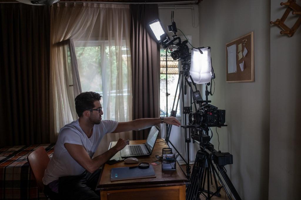 Show goes on for Turkish drama despite virus rules