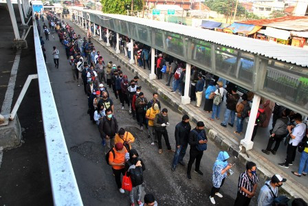 Train stations packed as transition into 'new normal' begins in Jakarta