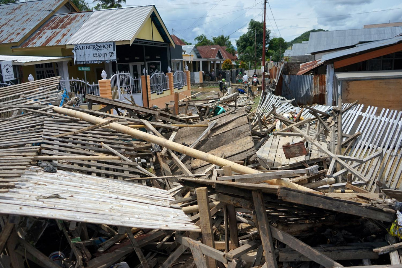 Flash flood forces thousands of Gorontalo residents out of their homes