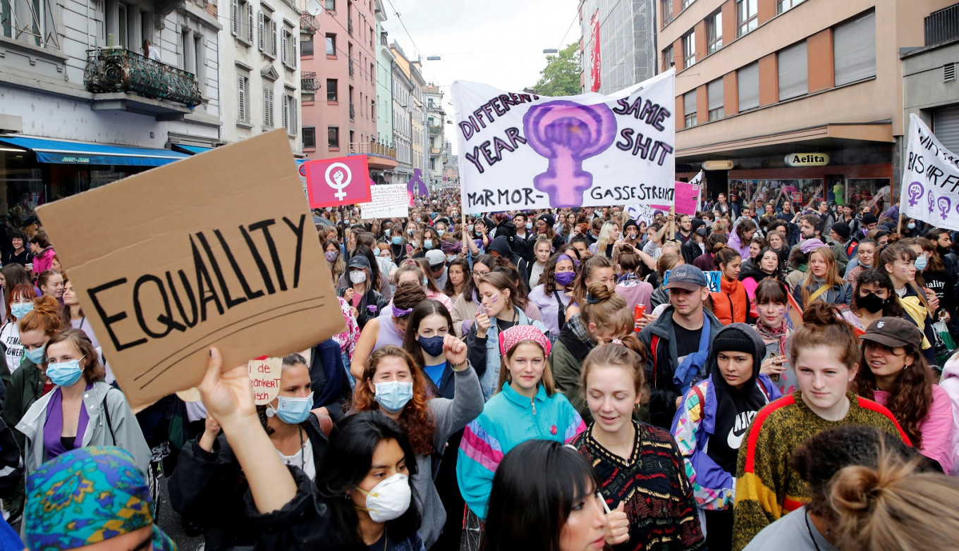 Swiss women stage a mass scream over domestic violence, pay gap