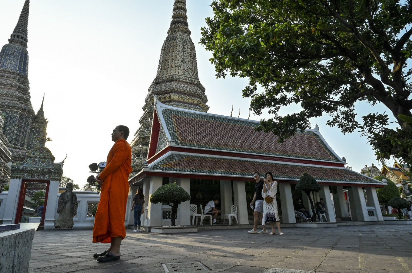 Wat Pho temple explains ban on foreign visitors