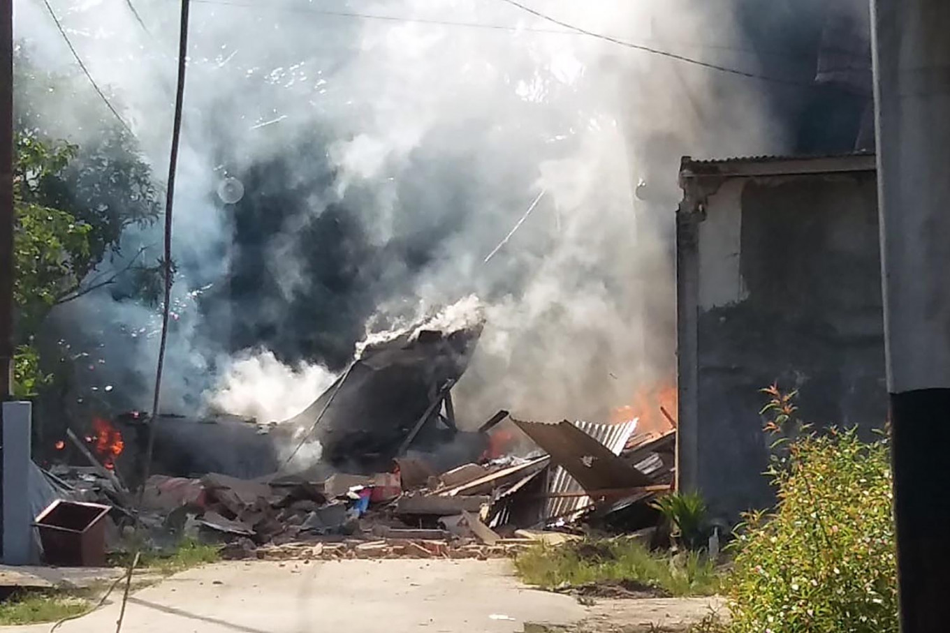 Three houses in Riau damaged by crashing Indonesian Air Force Hawk 209 jet fighter