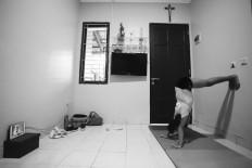 Ave performs a pike handstand. JP/Toto Santiko Budi