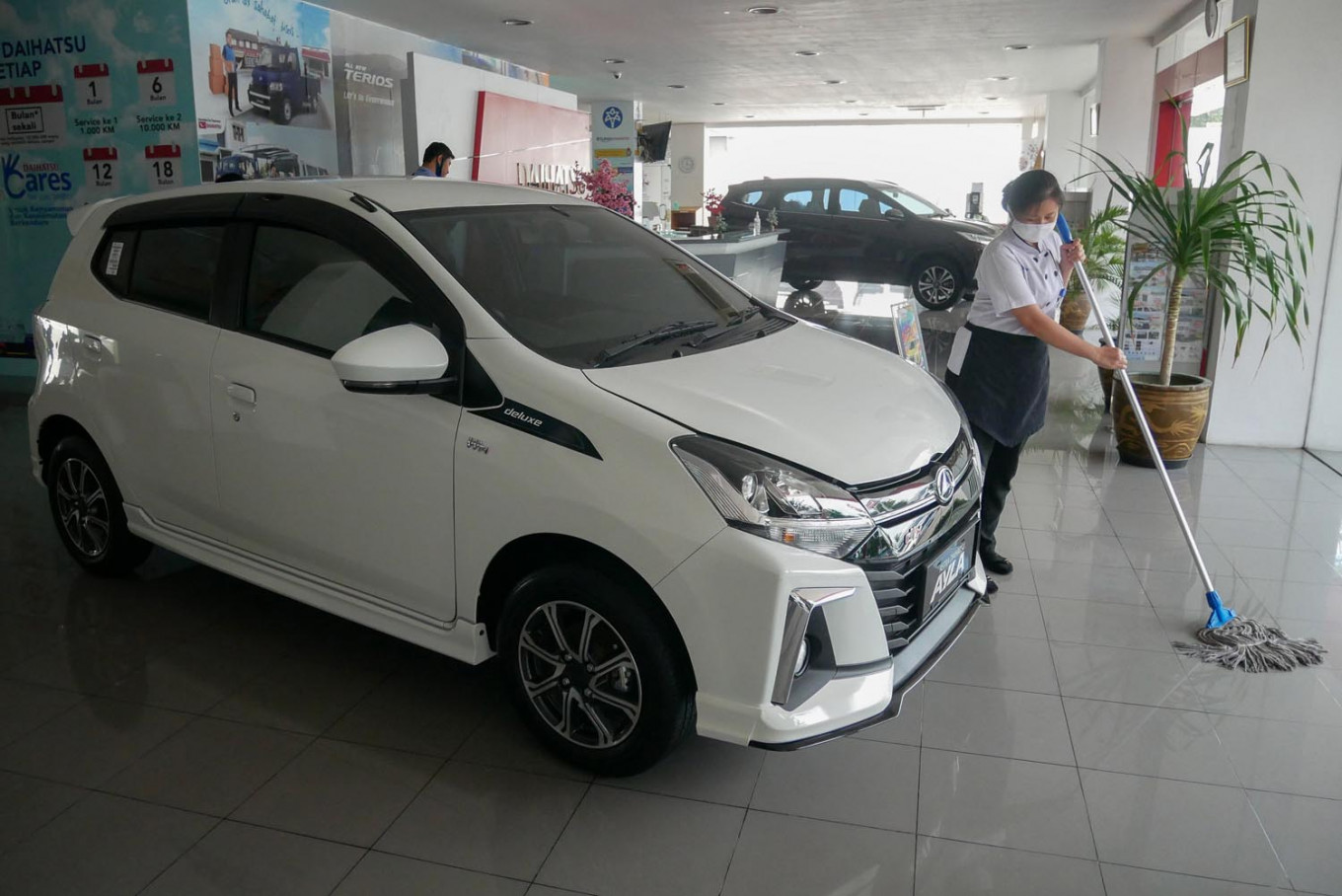 Light at end of tunnel for auto industry as June car sales rebound: Experts