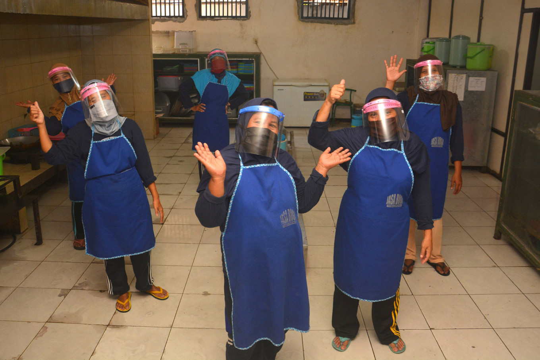 COVID-19: E. Java Islamic boarding school quarantined after 500 students test positive