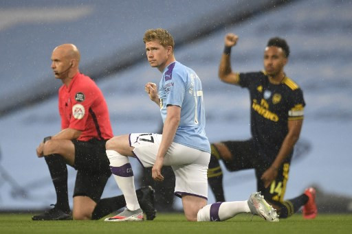 De Bruyne open to signing new Manchester City deal