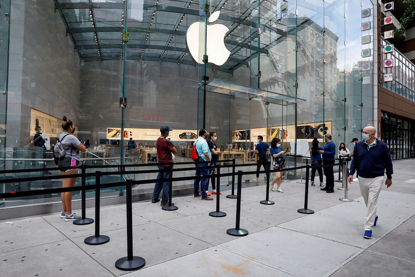 Apple to shut some US stores again due to rising COVID-19 cases