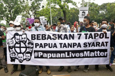 Students and activists of the Committee for the Release of Papuan Political Prisoners hold a rally on Monday at the Supreme Court in Central Jakarta. As part of Indonesia's spin-off movement #PapuanLivesMatter, which was spurred by the ongoing Black Lives Matter movement around the world, the protesters demanded the release of the seven Papuan activists standing trial on treason charges at the Balikpapan District Court in East Kalimantan. JP/Dhoni Setiawan