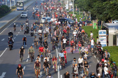 Thousands of cyclists take up nearly three lanes of the capital city's thoroughfare on June 14, from Senayan in South Jakarta to Thamrin in Central Jakarta. The Jakarta administration plans to resume its Car Free Day on Sundays along .Jl. Sudirman and Jl. M.H. Thamrin on june 21, with activities restricted to cycling and outdoor exercises, and street vendors banned from operating. JP/Wendra Ajistyatama