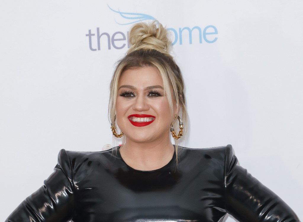 Unexpected win at the Emmys a boost for newly divorced Kelly Clarkson