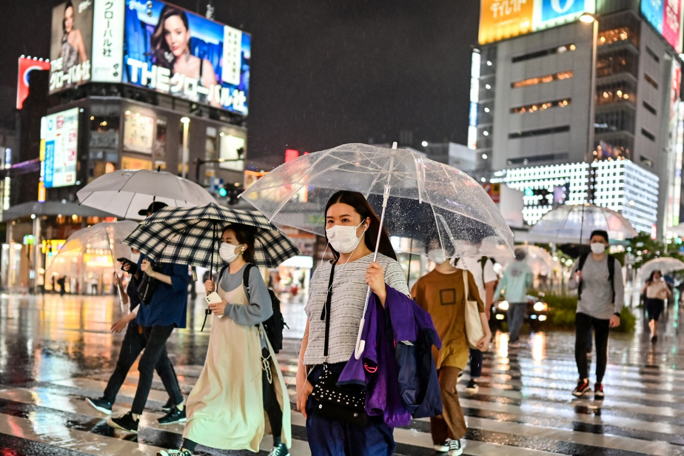 Tokyo to pay nightclubs to close as virus cases surge