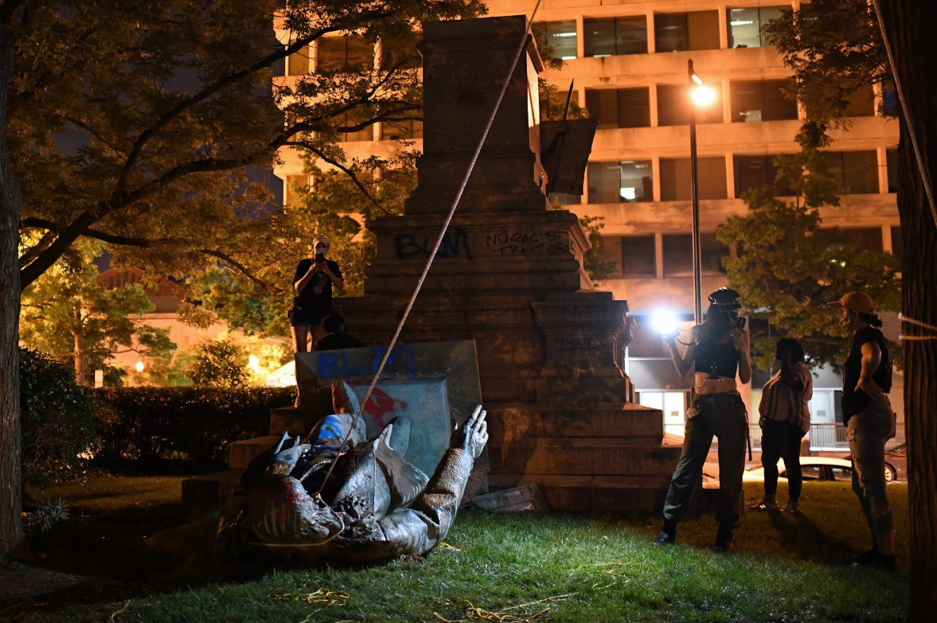 US protesters topple Confederate statue after Juneteenth rallies