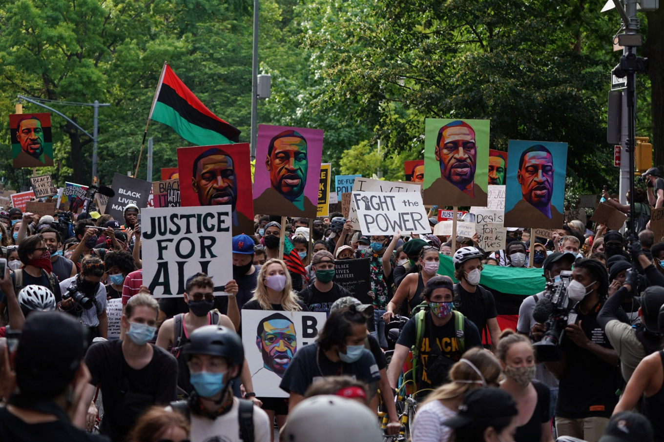 Protestors clash with Seattle police in latest outcry over US feds