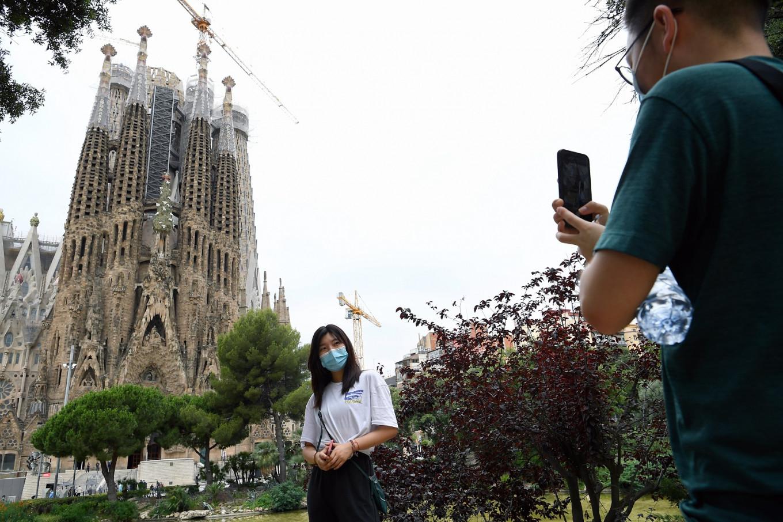 Virus delays completion date for Spain's Sagrada Familia