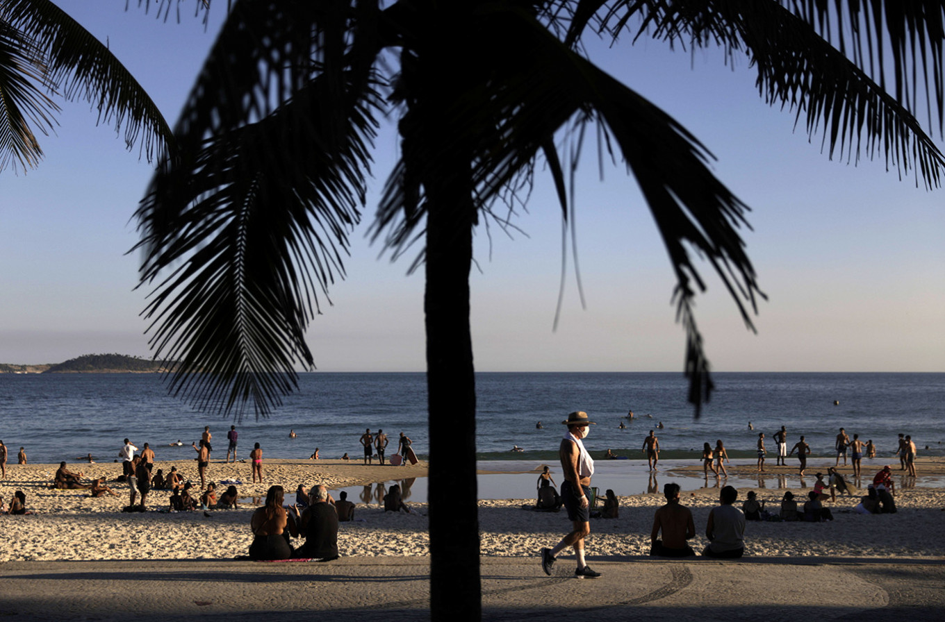 Brazilians flock to beach as WHO says country undercounting coronavirus surge